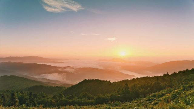 De fundamentele leefomgeving die God voor de mensheid schept Licht